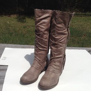 JellyPop  Darice taupe suede boots